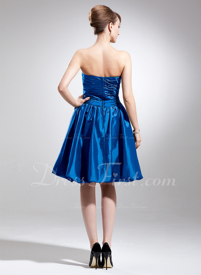 A-Line/Princess Strapless Knee-Length Taffeta Bridesmaid Dress With Ruffle Bow(s) (007020918)