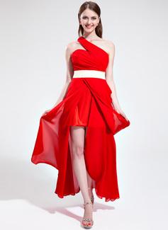 A-linjeformat One-Shoulder Asymmtrisk Chiffong Festklänning med Rufsar Skärpband Slits Fram