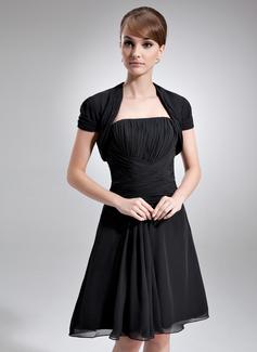 A-Linie/Princess-Linie Trägerlos Knielang Chiffon Kleid für die Brautmutter mit Rüschen