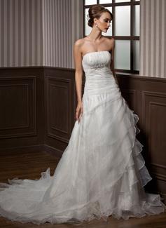 Corte A/Princesa Estrapless La capilla de tren Organdí Vestido de novia con Bordado Cascada de volantes