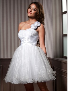 A-Line/Princess One-Shoulder Knee-Length Taffeta Organza Homecoming Dress With Ruffle Flower(s)