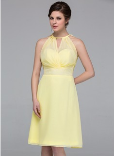 A-Line/Princess V-neck Knee-Length Chiffon Bridesmaid Dress With Ruffle Lace Bow(s)