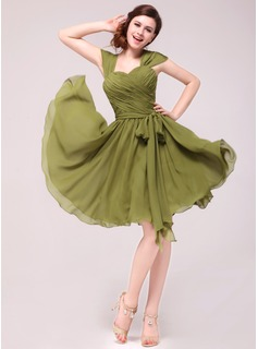 A-Line/Princess Sweetheart Knee-Length Chiffon Homecoming Dress With Ruffle Bow(s)