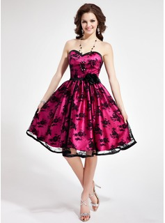 A-Line/Princess Sweetheart Knee-Length Tulle Charmeuse Homecoming Dress With Lace Flower(s)