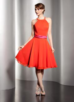 A-Line/Princess Scoop Neck Knee-Length Chiffon Homecoming Dress With Sash
