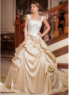 Corte de baile Estrapless Escote Cuadrado La capilla de tren Tafetán Vestido de novia con Volantes Encaje Bordado