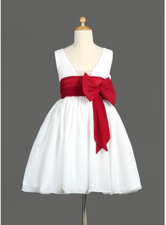 A-Line/Princess Knee-length Flower Girl Dress - Chiffon Sleeveless V-neck With Sash/Bow(s)