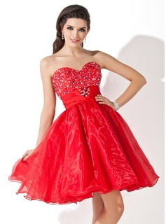 A-Line/Princess Sweetheart Knee-Length Organza Homecoming Dress With Ruffle Beading