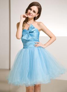 A-Line/Princess Sweetheart Knee-Length Taffeta Tulle Homecoming Dress With Ruffle