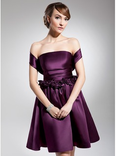 A-Line/Princess Off-the-Shoulder Knee-Length Satin Homecoming Dress With Ruffle Flower(s)