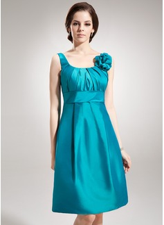 A-Line/Princess Scoop Neck Knee-Length Taffeta Bridesmaid Dress With Ruffle Flower(s)